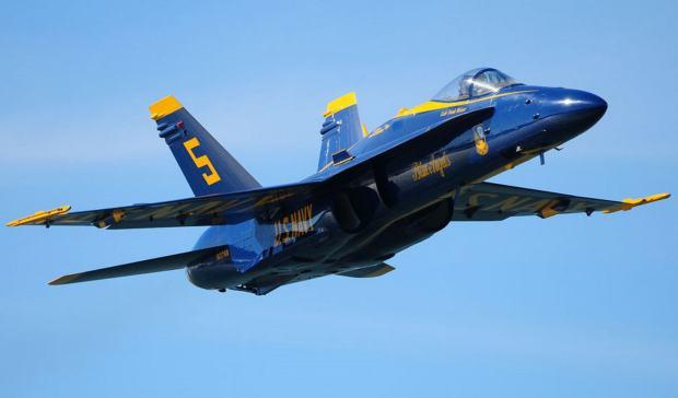blue-angel-f18-hornet-8
